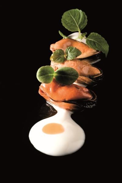 Receta de ajoblanco con mejillones en escabeche