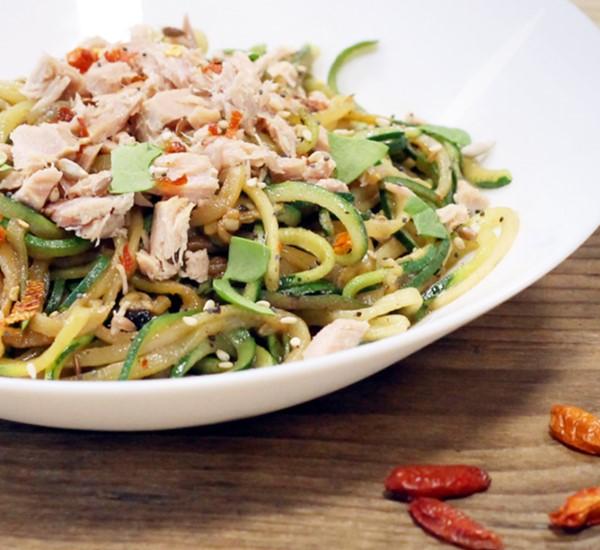 Receta de espaguetis de calabacín con atún claro al natural Frinsa
